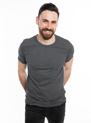man met t shirt